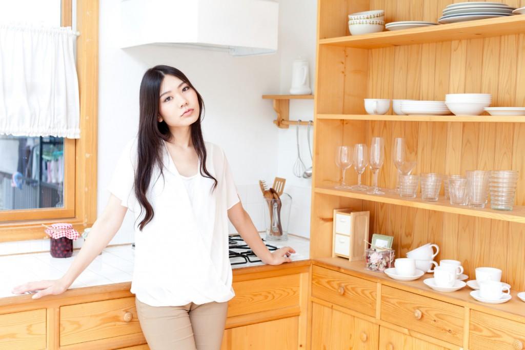 オープンタイプの食器棚のほこり対策