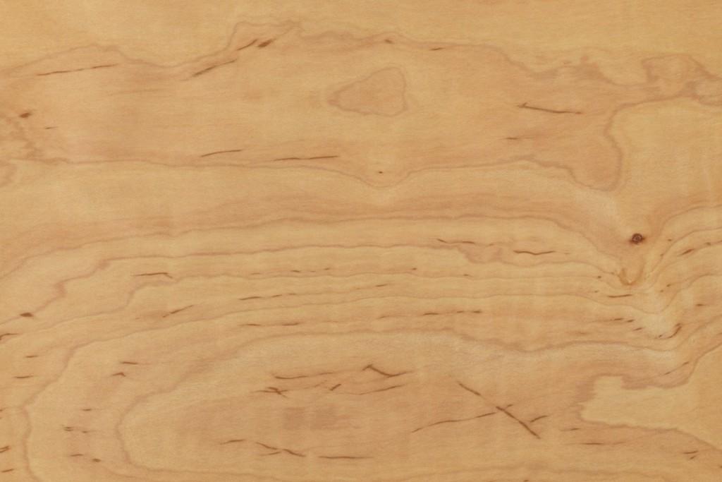 メープル材の家具の色や特徴とは