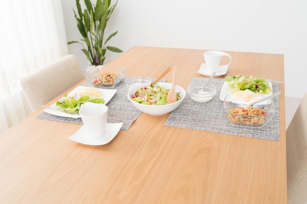 ダイニングテーブルの塗装の種類によるメリット・デメリット