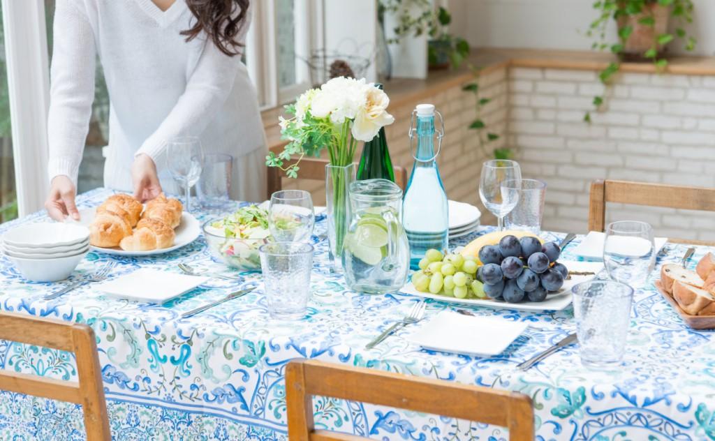ダイニングテーブルに保護マットは必要か